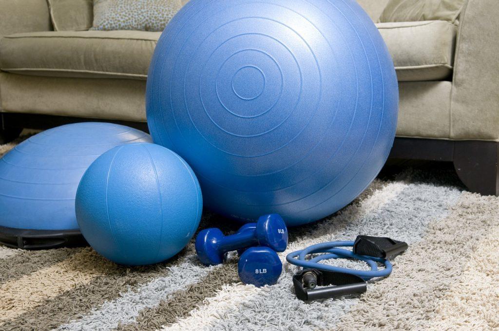 [おすすめの自宅筋トレグッズ3選]自宅トレーニングでは大きな筋肉にアプローチしよう。